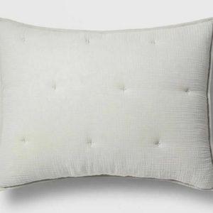 NWT Tufted Gauze Standard Pillow Sham Threshold